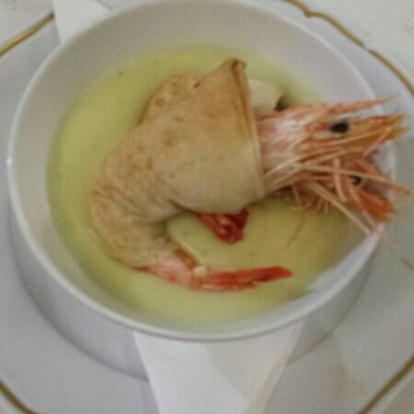 Gamberi In Crosta Con Capaccio Di Asparagi Su Crema Di Patate Al Limone