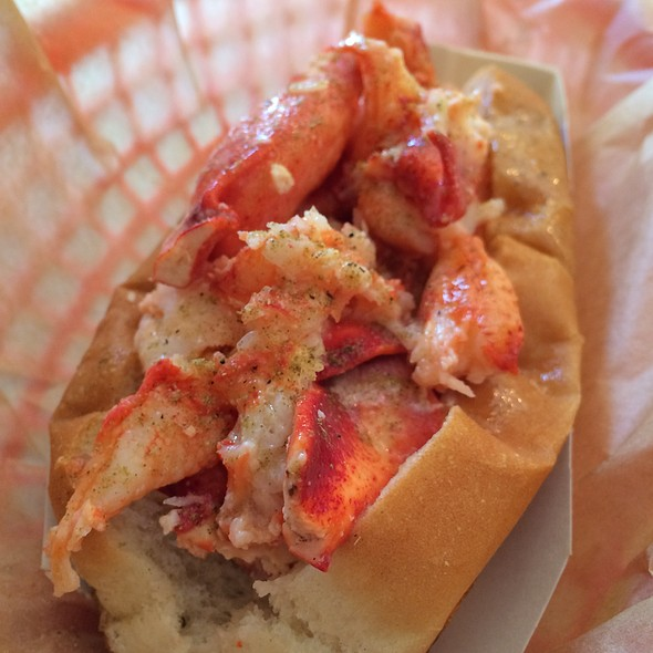 lobster roll @ Luke's Lobster