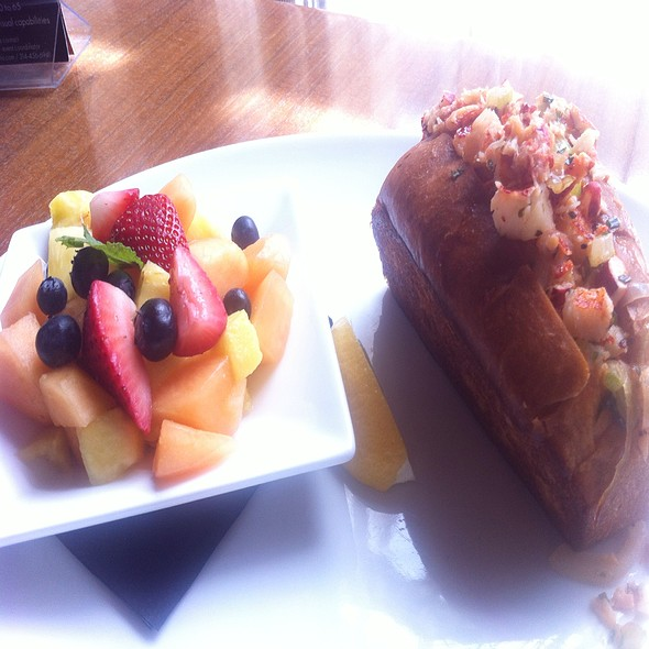 Lobster Roll & Fruit