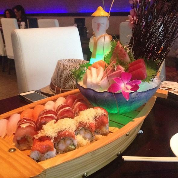 Love Boat For 2 (Sushi) - Pacific Fusion Sushi & Thai, Ponte Vedra Beach, FL