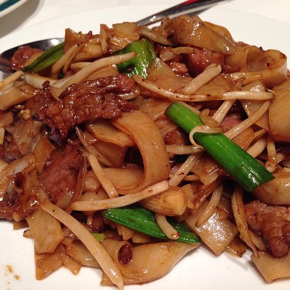 Beef Chow Fun - Dragon Noodle Co. - Monte Carlo, Las Vegas, NV
