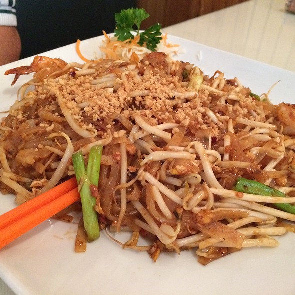 shrimp pad thai @ Thai House Restaurant