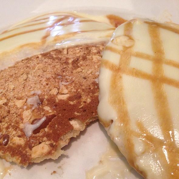 White Chocolate Caramel Pretzel Pancakes @ The Bongo Room