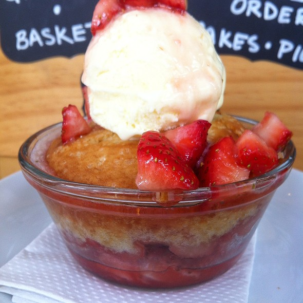 Warm Starwberry Cake With Buttermilk Ice Cream @ Gigi BBQ•Noodles•Beer
