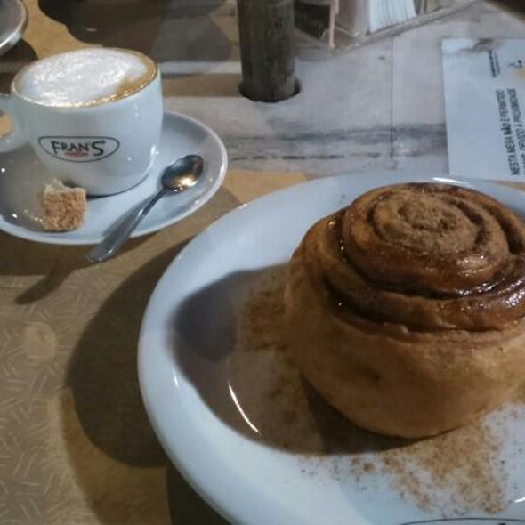 Cinnamon Rolls @ Fran's Café - São José dos Campos