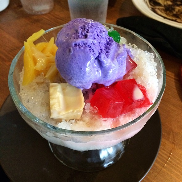 Halo Halo @ Nipa Hut Bar & Restaurant