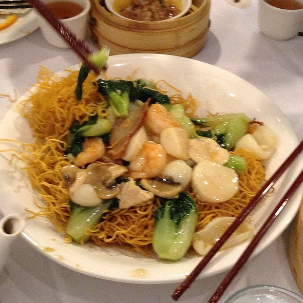 House Special Pan Fried Noodle @ Restaurant Peony