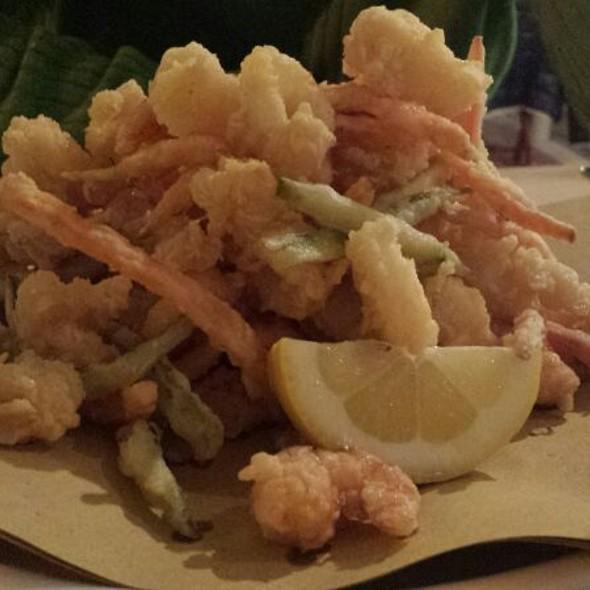 fritto di gamberi, calamari e verdure @ Taverna A Pesci In Faccia