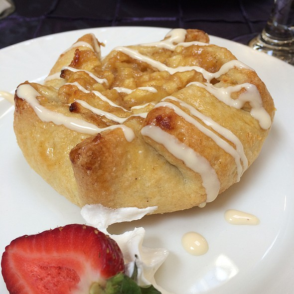 "Apples ""Carlota"" - Coastal Restaurant & Bar – Hilton Charlotte Center City, Charlotte, NC"