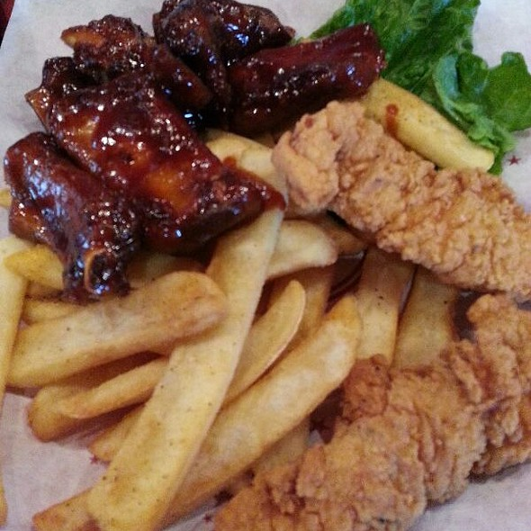 Clucks & Ribs @ Red Robin Gourmet Burgers