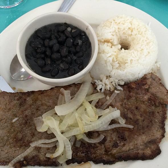 Palomilla Steak @ El Meson Del Paraiso