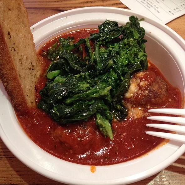 (meat)ball sampler @ Marabella Meatball Co