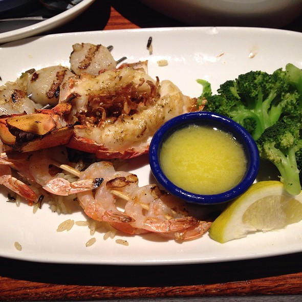 Wood-Grilled Lobster, Shrimp and Scallop at Red Lobster - Grand Avenues @Red_Lobster_q8  @the_avenues  لوبستر، ربيان وسكالوب مشوي من ريد لوبستر - غراند أفنيوز @ Red Lobster