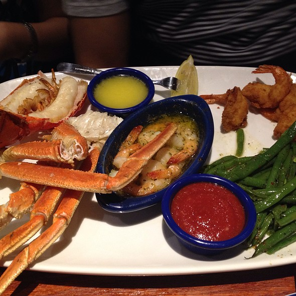 Steamed Snow Crab With Grilled Lobster And Baked Shrimps @ Red Lobster