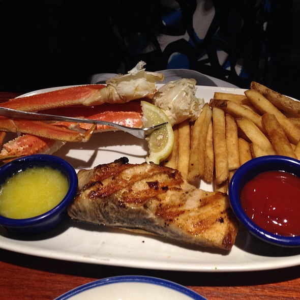 Grilled Salmon With Snow Crab @ Red Lobster