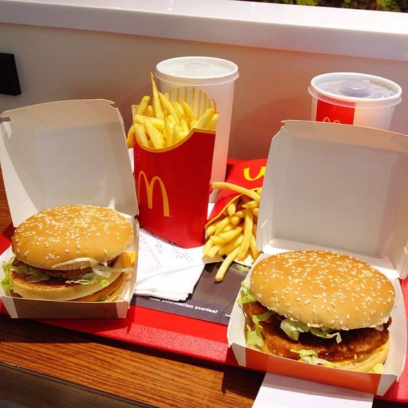 Burgers @ Mcdonald's Dubai International Airport