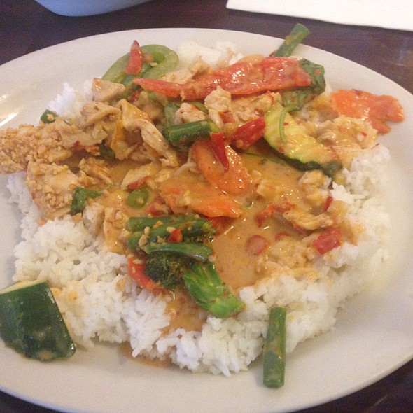 Thai basil chico ca menu foodspotting for 5 star thai cuisine