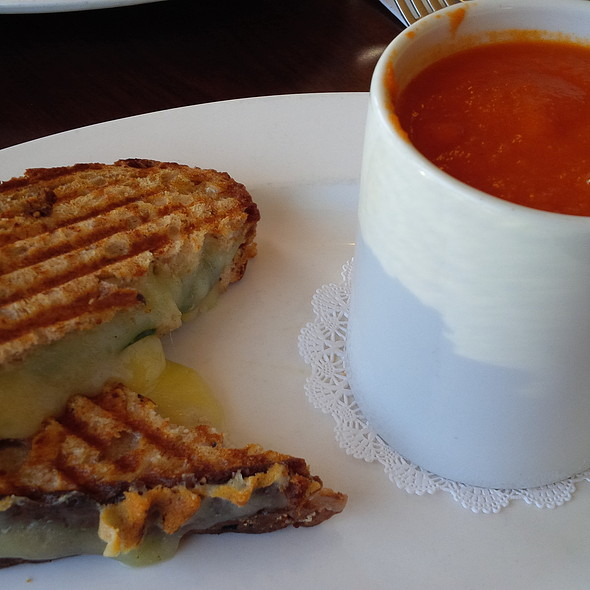 Grilled Cheese and Tomato Soup @ Cafe Genevieve