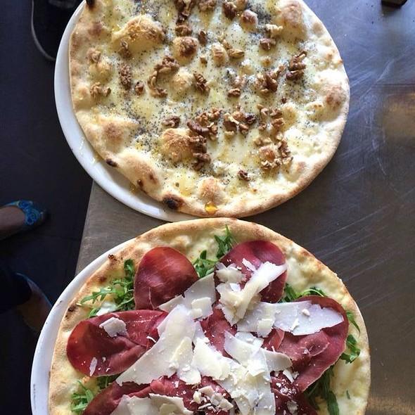 Pizza  Qo.Formage Crpacoo
