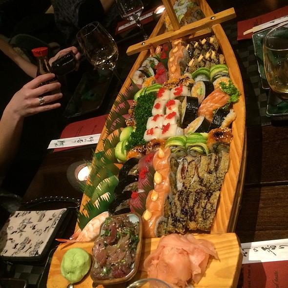 Titanic Sushi boat