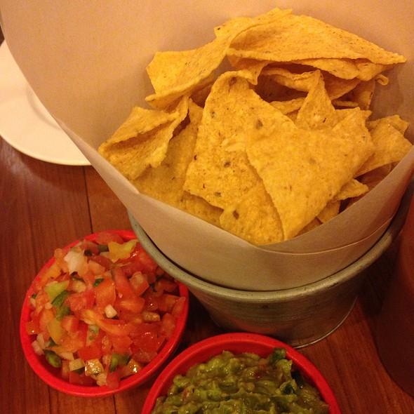 Chips, Guacamole, Salsa @ La Monita @ Siam Paragon