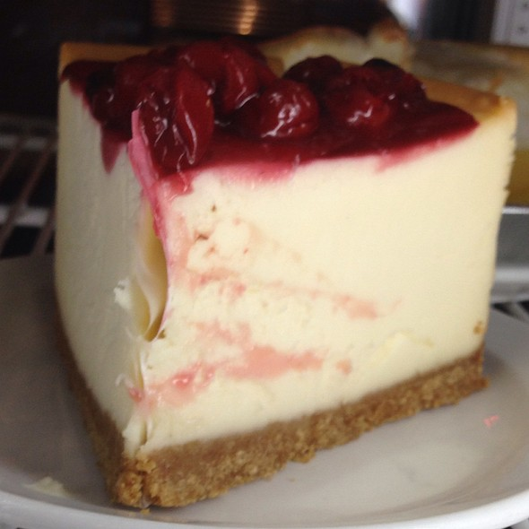 Strawberry Cheesecake - Izzy's Deli, Santa Monica, CA