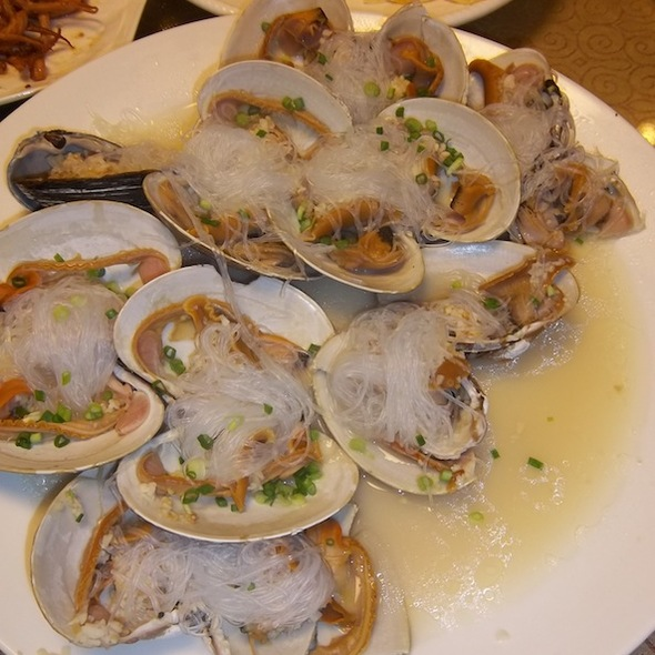 Oysters and garlic @ Yi Zhi Wan
