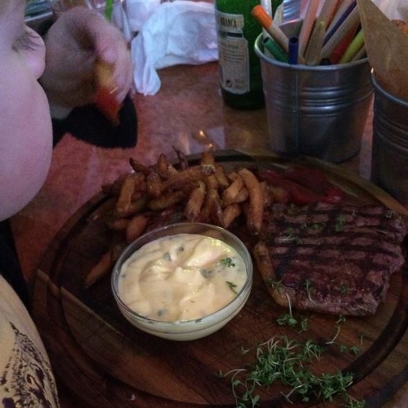 Steak @ Nose2Tail Diner