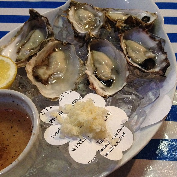 Assorted Oysters @ Boat Street Cafe