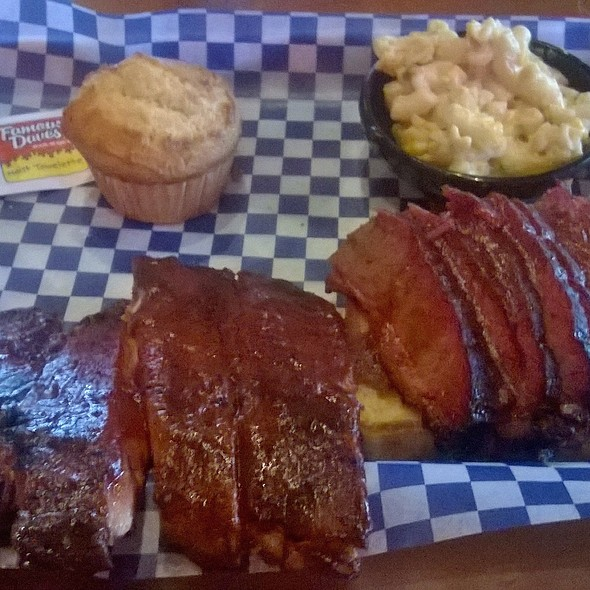 St. Louis Style Ribs, Texas Beef Brisket, Dave's Cheese Mac n Cheese and a Corn Muffin @ Famous Dave's Puerto Rico