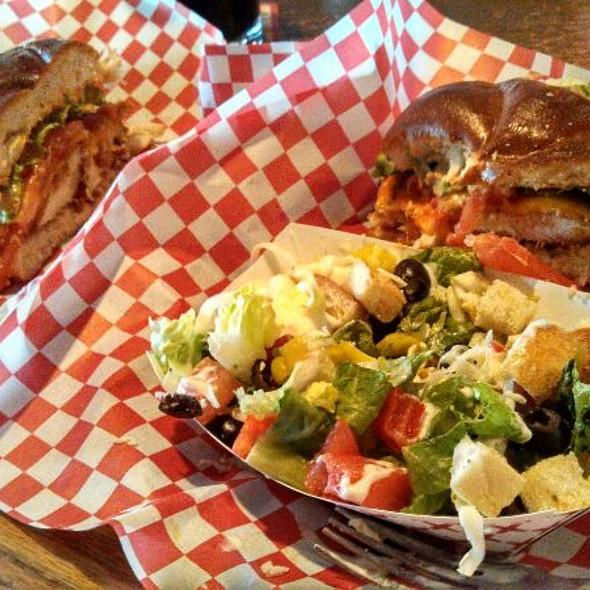 Burger @ Maxwell's Eatery
