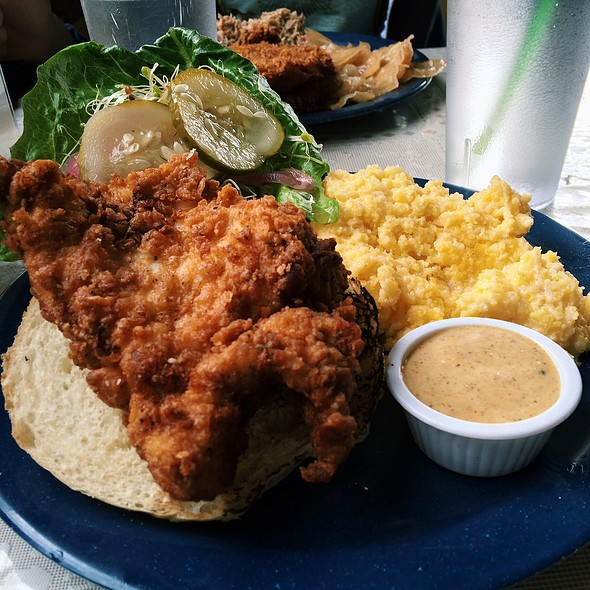 Buttermilk Fried Chicken Sandwich With Side Of Cheesy Grits