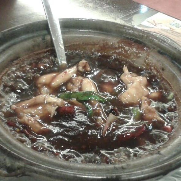 Claypot Frog Legs With Ginger And Spring Onions @ Tasty Porridge