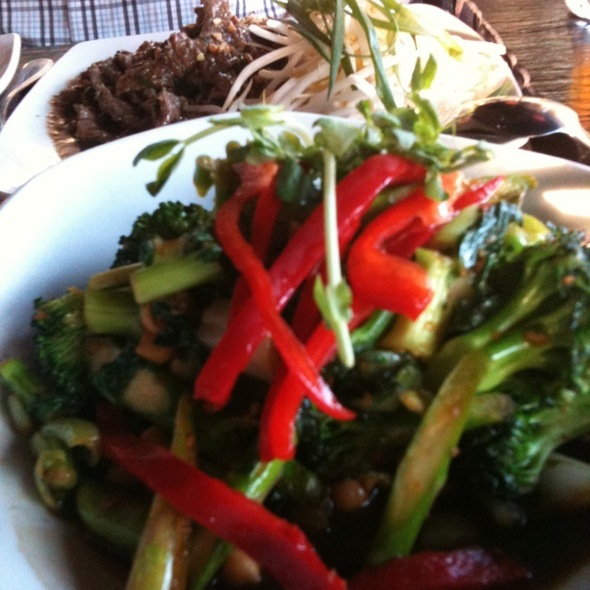 Greens Stirfry With Seven Flavour Beef