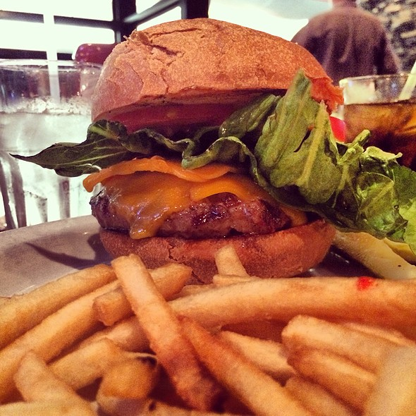 Cheeseburger & Fries @ Clubhouse One