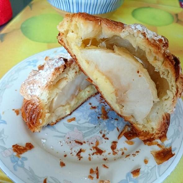 Apple Pie @ L'amour Du Pain