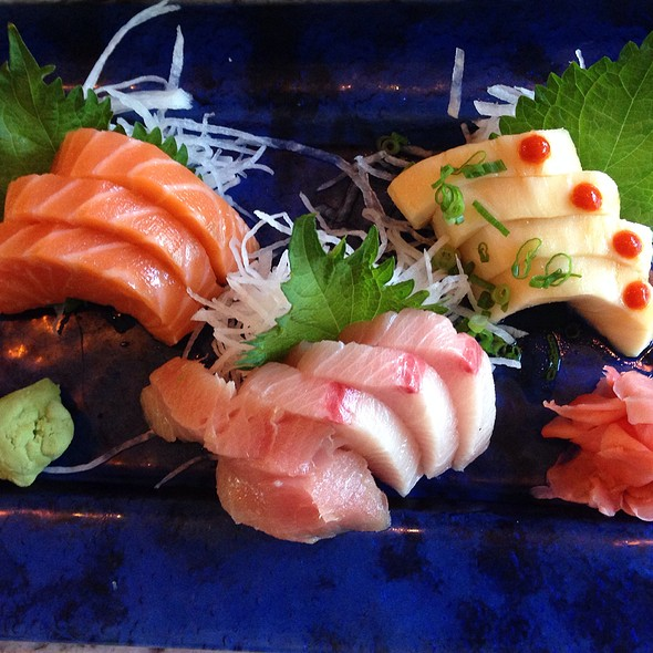 Assorted Sushi @ Lakeview Pearl Sushi Bar & Asian Bistro