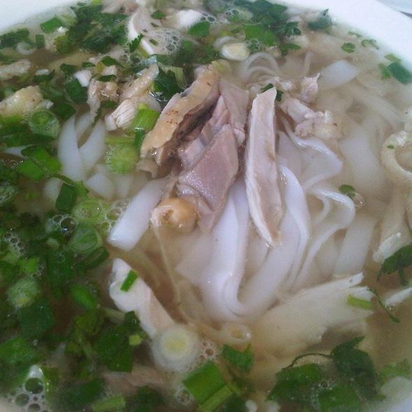 Pho Ga @ Turtle Tower Restaurant