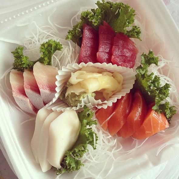 Sashimi Appetizer @ Maneki Sushi