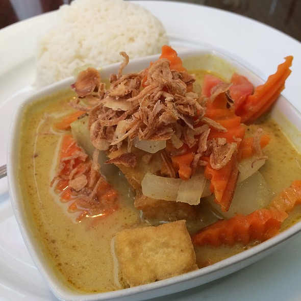 Yellow Curry With Tofu @ Bangkok Thai Cuisine