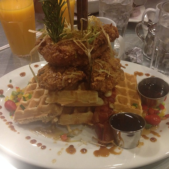 Chicken and Waffles @ Hash House A Go Go At The Rio