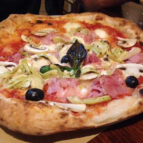 Pizza Capr @ Il Pizzaiuolo