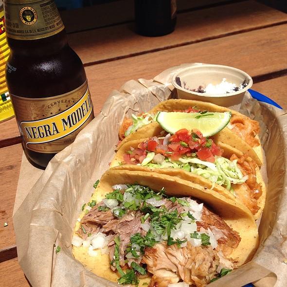 fish tacos @ Uno Dos Tacos