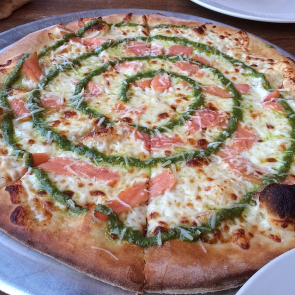 Salmon Pesto White Pizza @ The Tomato Head
