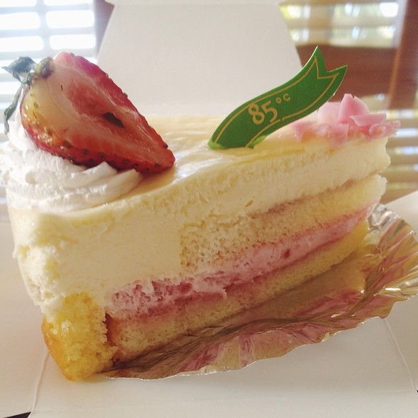 Strawberry Tiramisu @ 85°C Bakery Cafe