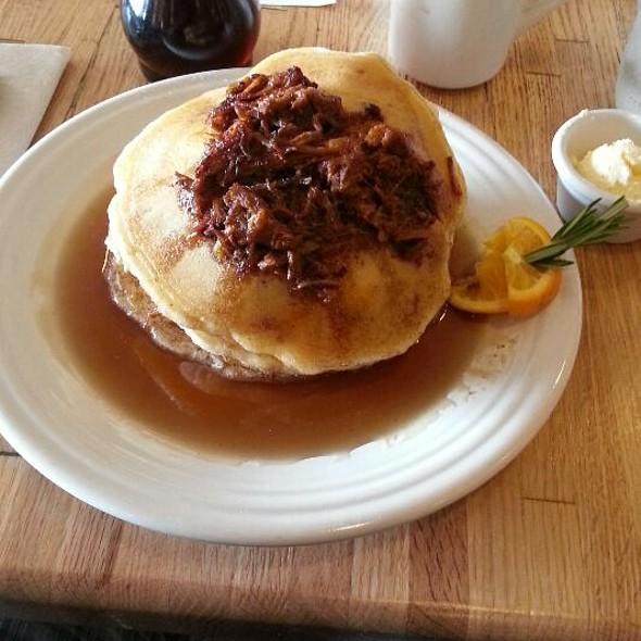 Pulled Pork Pancakes @ Bumbleberry Flats