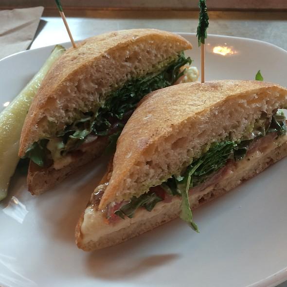 Arugula Mozz Sandwich @ Modmarket