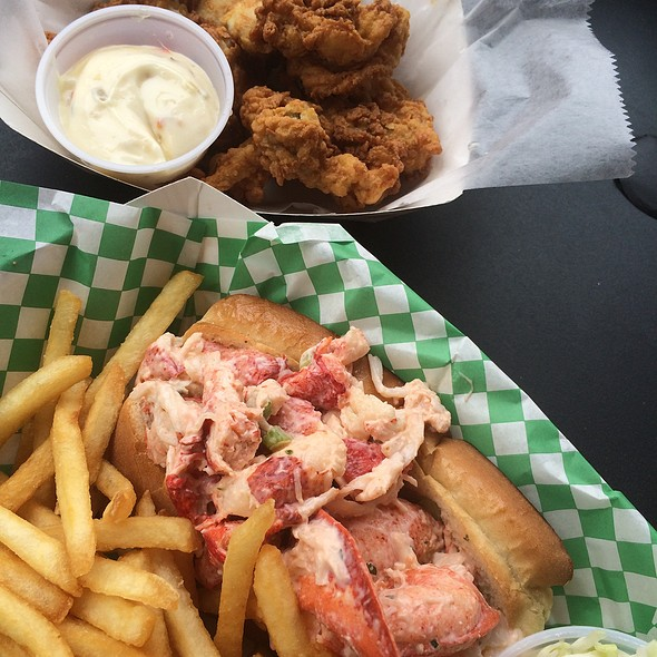 Whole Belly Fried Clams & Lobster Roll @ Yankee Lobster