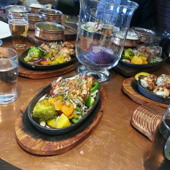 Garlic Chicken Tikka Sizzler @ New Indian Garden