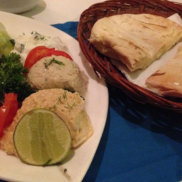 Mixpikilia @ mykonos taverna, bali